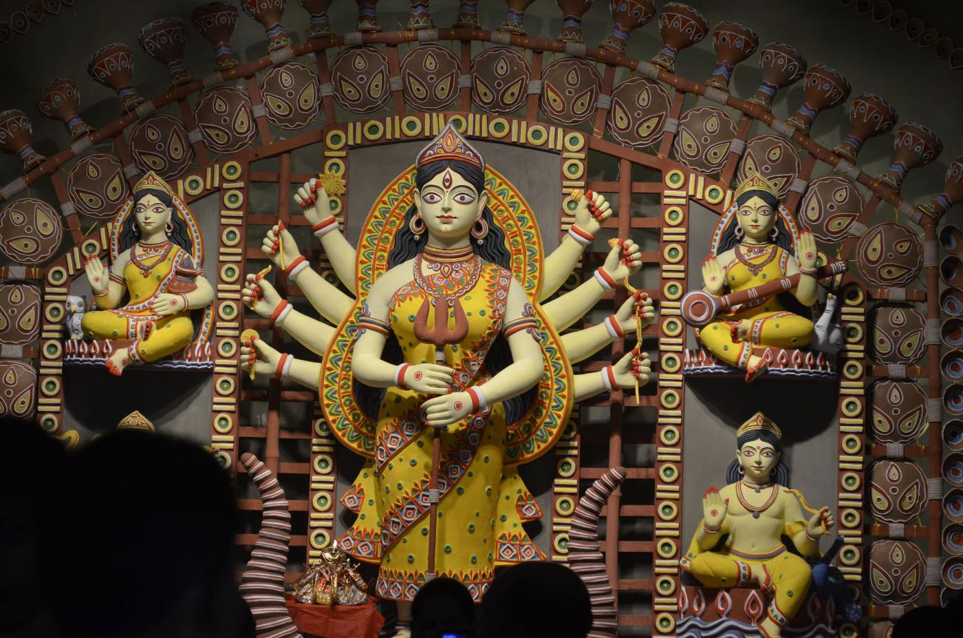 Devi Durga extends rejuvenation, Kolkata Puja 2015